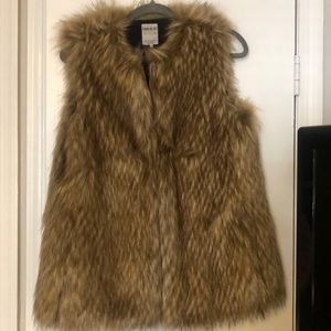 fd105bf8325 Women s Faux Fur Vest Zara on Poshmark